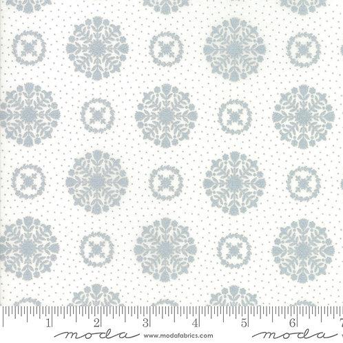 Vintage Holiday 55166 18M Silver Metallic Snowflake Moda Bonnie & Camilles