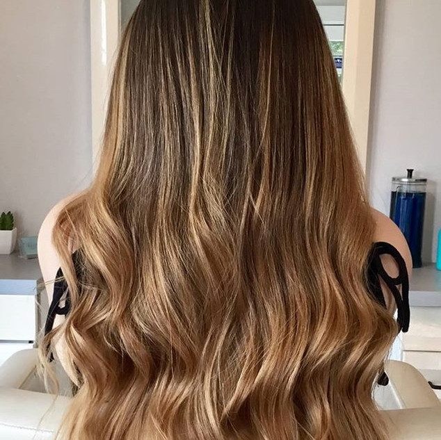 Beautiful balayage 💜 by _michelle__abba_#balayage #balayagehair #loosecurls #goldwell #goldwellcolor #caramelbalayage #livingproof #number4h