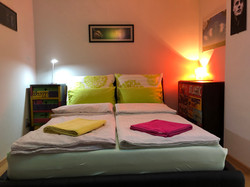 Apt 2 GREEN Bed GOOD02