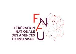 La FNAU regroupe 50 organismes publics d'étude et de réflexion sur l'aménagement et le développement des grandes agglomérations françaises.Les agences d'urbanisme ont, pour la plupart, un statut d'association où se retrouvent, autour des collectivités impliquées, l'Etat et les autres partenaires publics du développement urbain