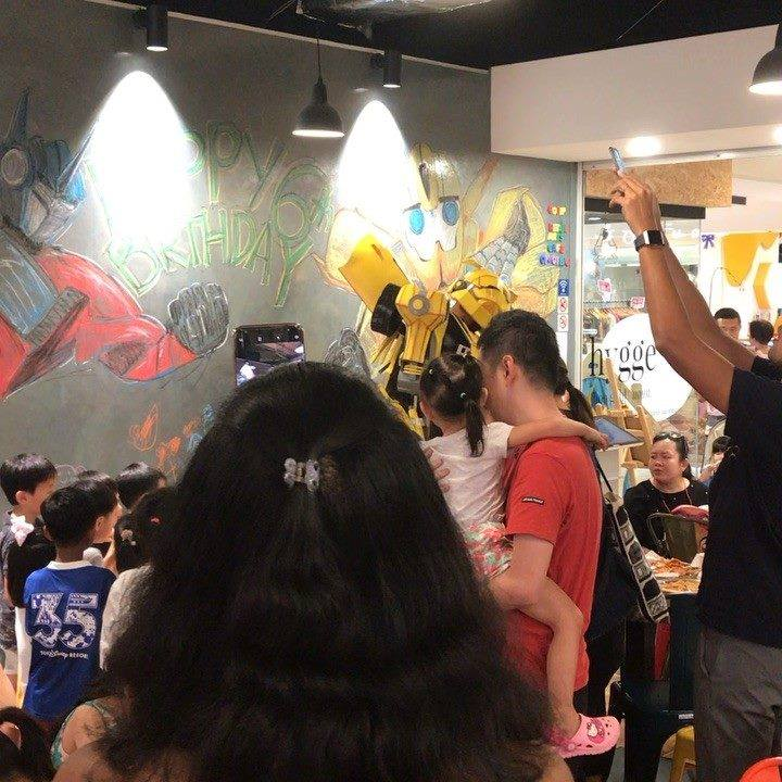 Bumblebee is in the house 🏠 @gosip.sg  . . . #transformers  #bumblebee  #community  #birthdayboy  #party