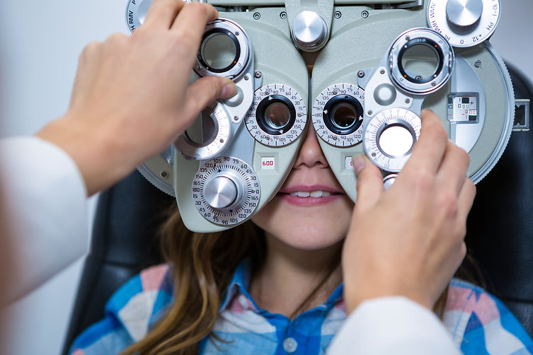female-optometrist-examining-young-patie