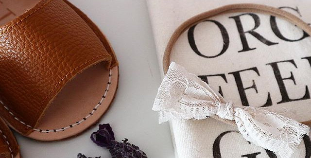 ANTIQUE LACE BOW IVORY OR WHITE