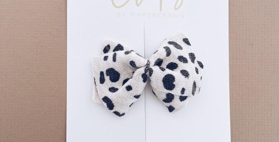 Pattern knit sweater bow