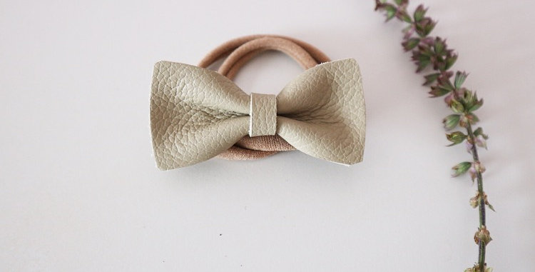 LEATHER STELLA BOW - OLIVE