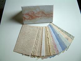 Mustersammlung aus handgesch. Papier, Maulbeer, Baumwolle, Gras, Weizenstroh u.a..jpg