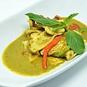 Young Coconut & Chicken Green Curry / แกงเขียวหวานไก่มะพร้าวอ่อน