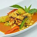 Chicken red curry with chayote / แกงฟักแม้วไก่
