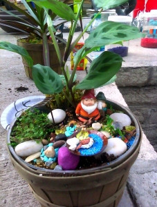 gnome-party2-227x300.jpg