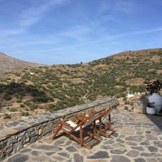 La terrasse principale : côté montagne.