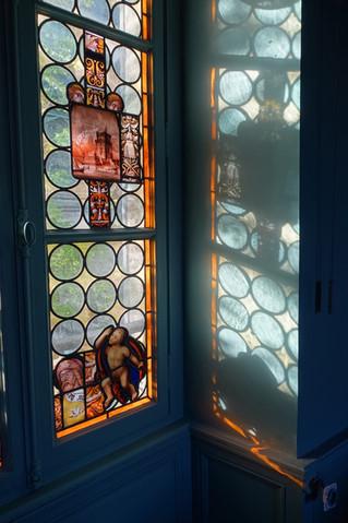 Macédoine de vitraux dans la suite Vincent-Larcher du Jardin de la Cathédrale