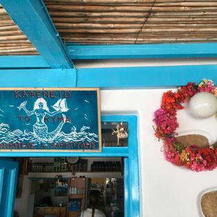 Un des cafeneion de l'île.