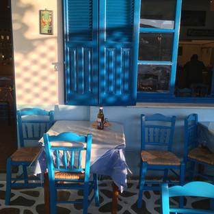 La terrasse de la taverne Asteria