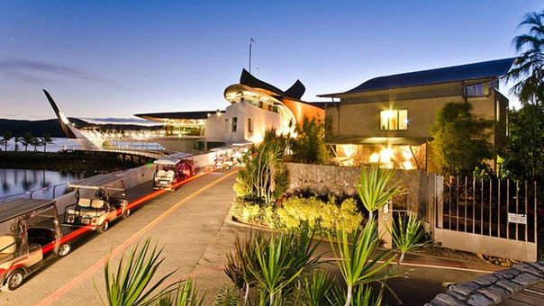 Yacht Club Villa 32