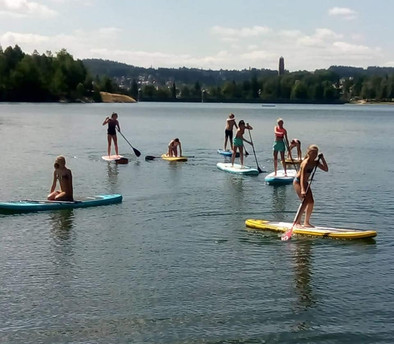 Skupinové lekce na paddleboardu