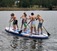 Děti na paddleboardu