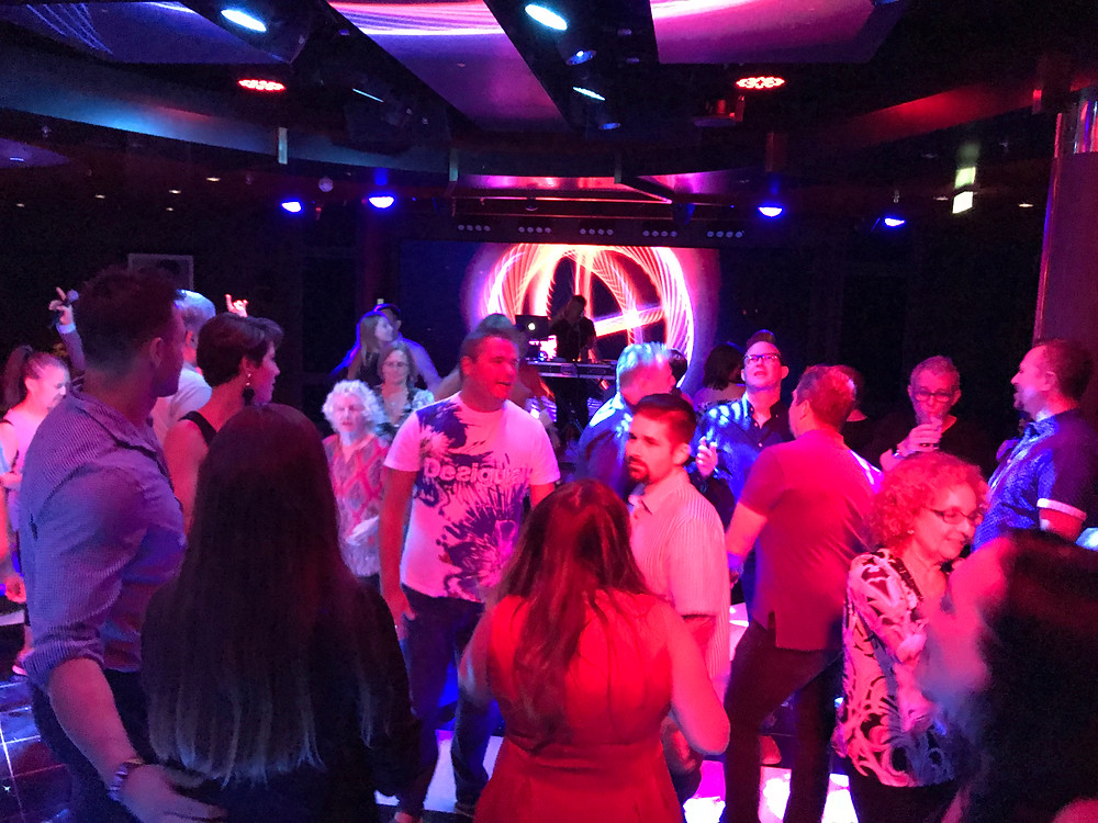 FIT Travel Cruise Tour Dancing Party