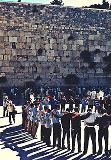 Por el Muro Occidental