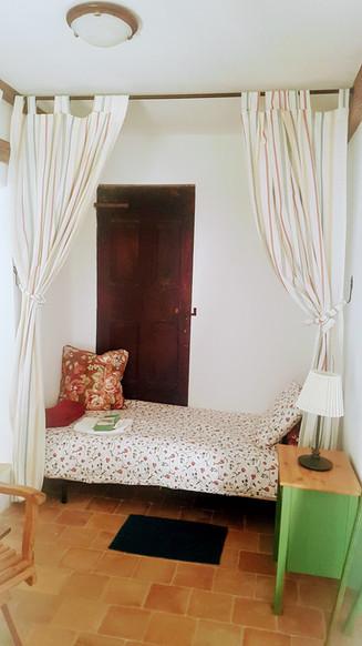 Espaces communs - L'Alcôve, un lieu de sommeil ou repos. 1 lit simple.