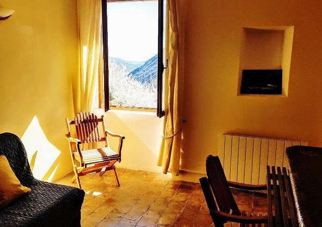 Le salon avec TV peut être une chambre pour 2 ou 3 personnes