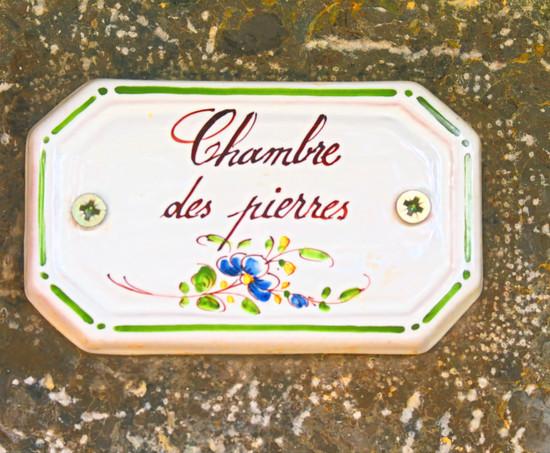 Plaque de porte du la chambre en faïence de Moustiers St. Marie.