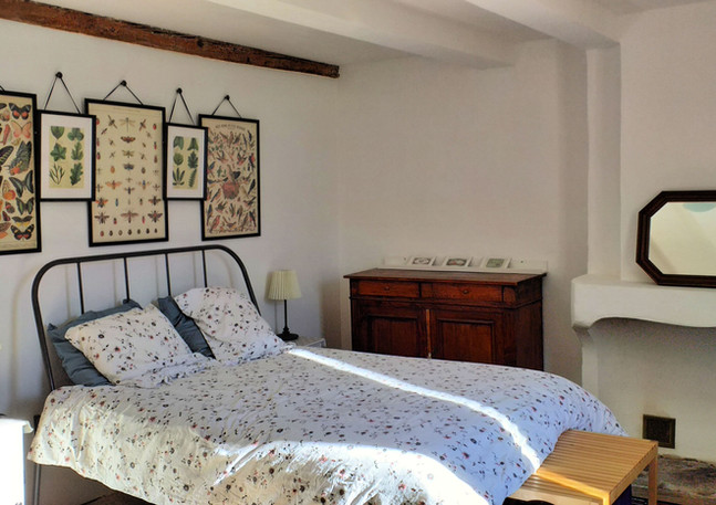 Upstairs large bedroom with view of the village and the Gorges.