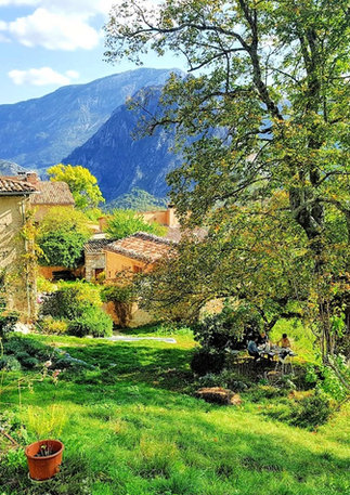 """Allée des tilleuls, the """"garden"""" of the gite with a sumptuous view of the gorges."""