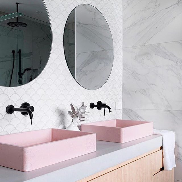 Who loves pink sinks? Me! And I love thi
