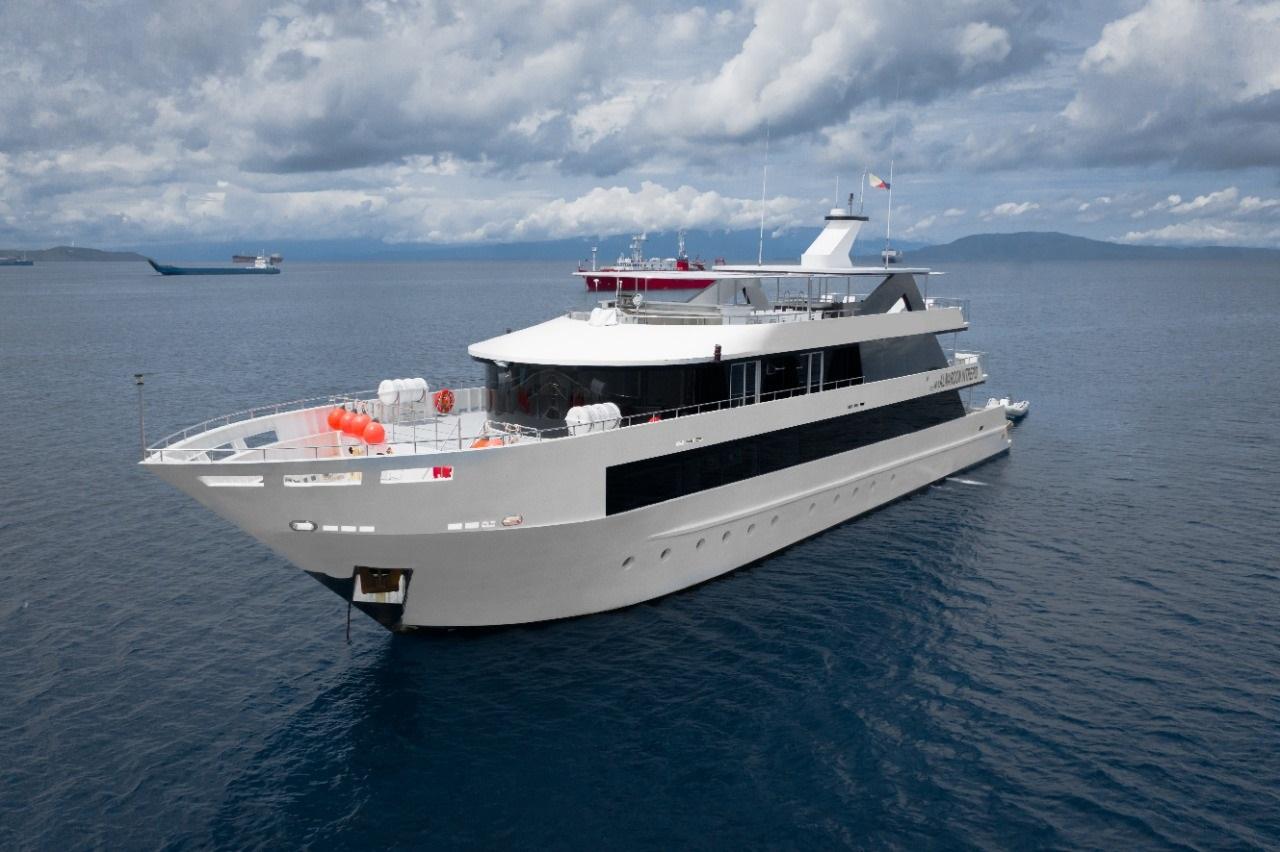 Almaroon Intrepid motor yacht