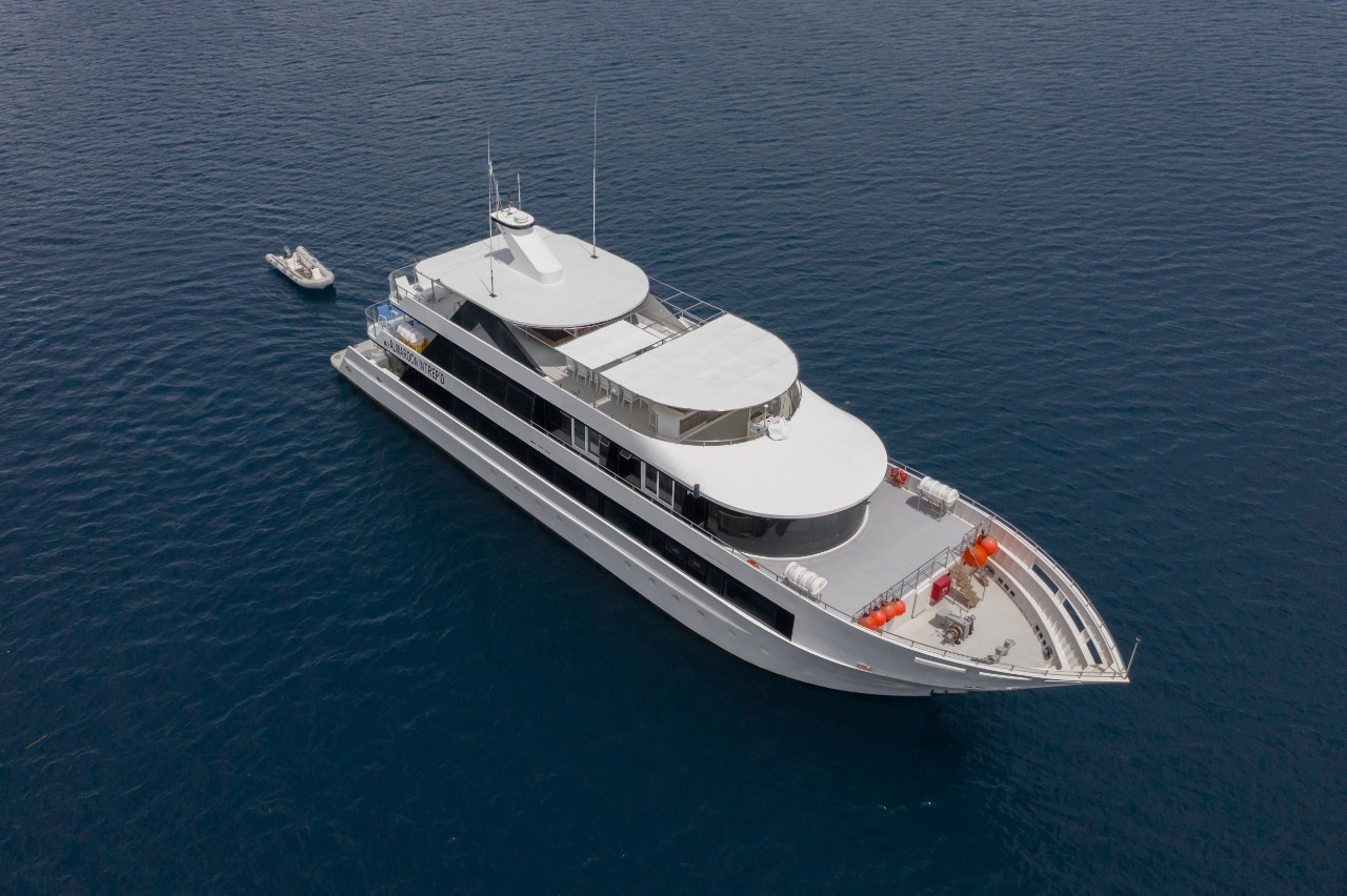 Yacht for diving safaries