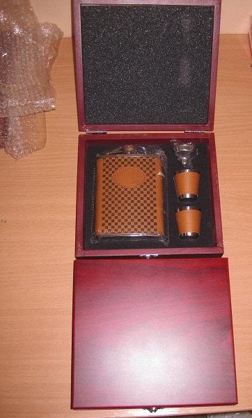 Набор подарочный МУЖСКОЙ фляга 9OZ(270мл)+2стопки+лейка ХСН 03237 в деревянной к