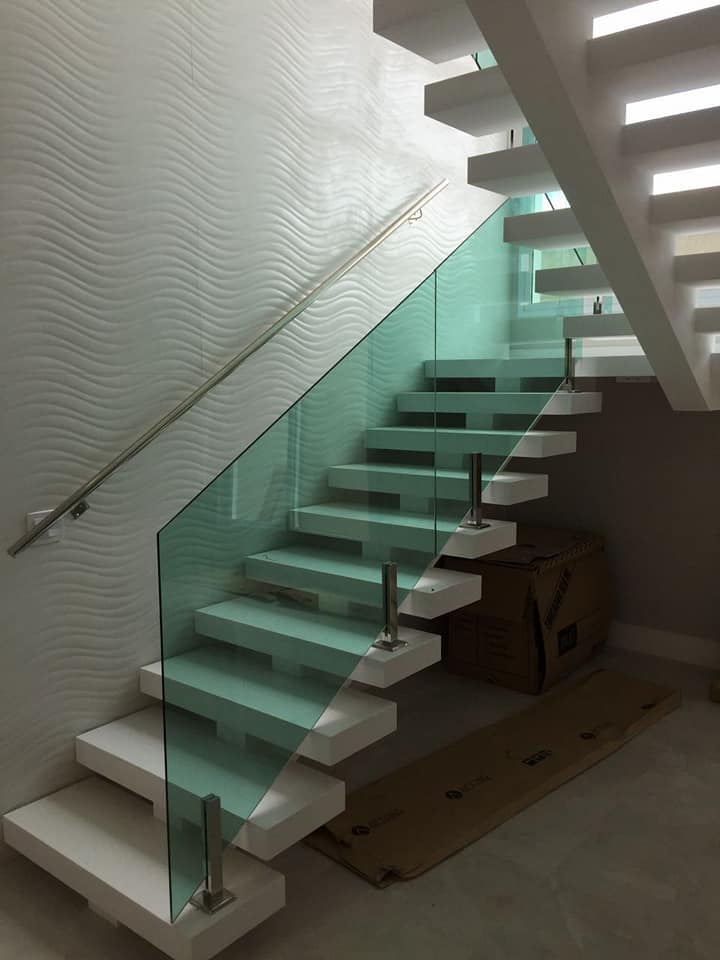 Guarad corpo pinçado com vidro