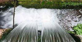 Agua en circulación en una granja de trucha