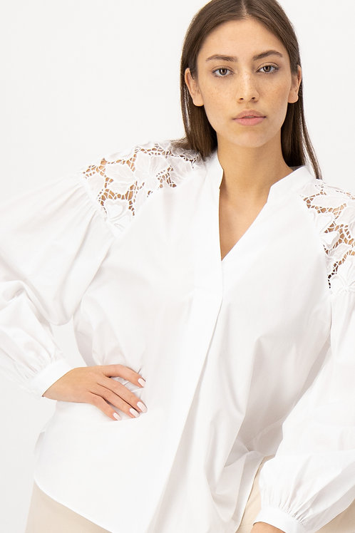 Biała bluzka z haftem LOUIS and MIA