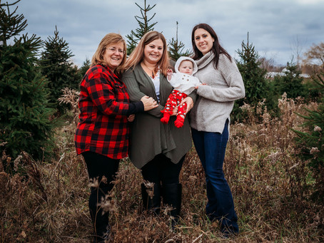 Buffalo Christmas Tree Farm Photo Session | Hilliker Extended Family