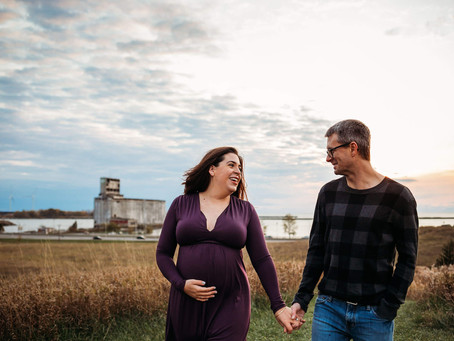 Buffalo Maternity Photographer | Tifft Nature Preserve Session
