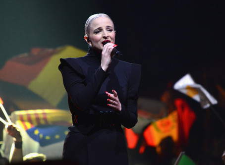 France | Émilie from Madame Monsieur Is One Of  Bilal's Backing Singers