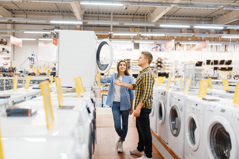 couple-choosing-washing-machine-electron