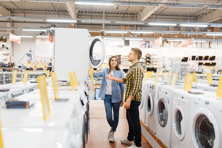 couple-choosing-washing-machine-electron