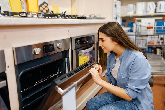 woman-choosing-electric-oven-in-electron