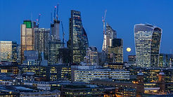 1000px-Super_moon_over_City_of_London_fr
