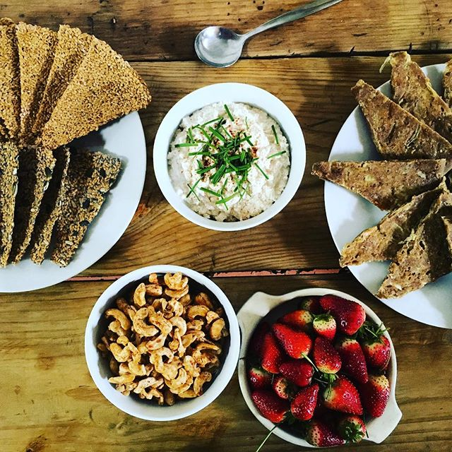 A warm and wholesome welcome with these Whole Truth Retreat raw food snacks- buckwheat onion bread, seed crackers, raw vegan cream cheese, spiced cashews, and organic strawberries. Hello!