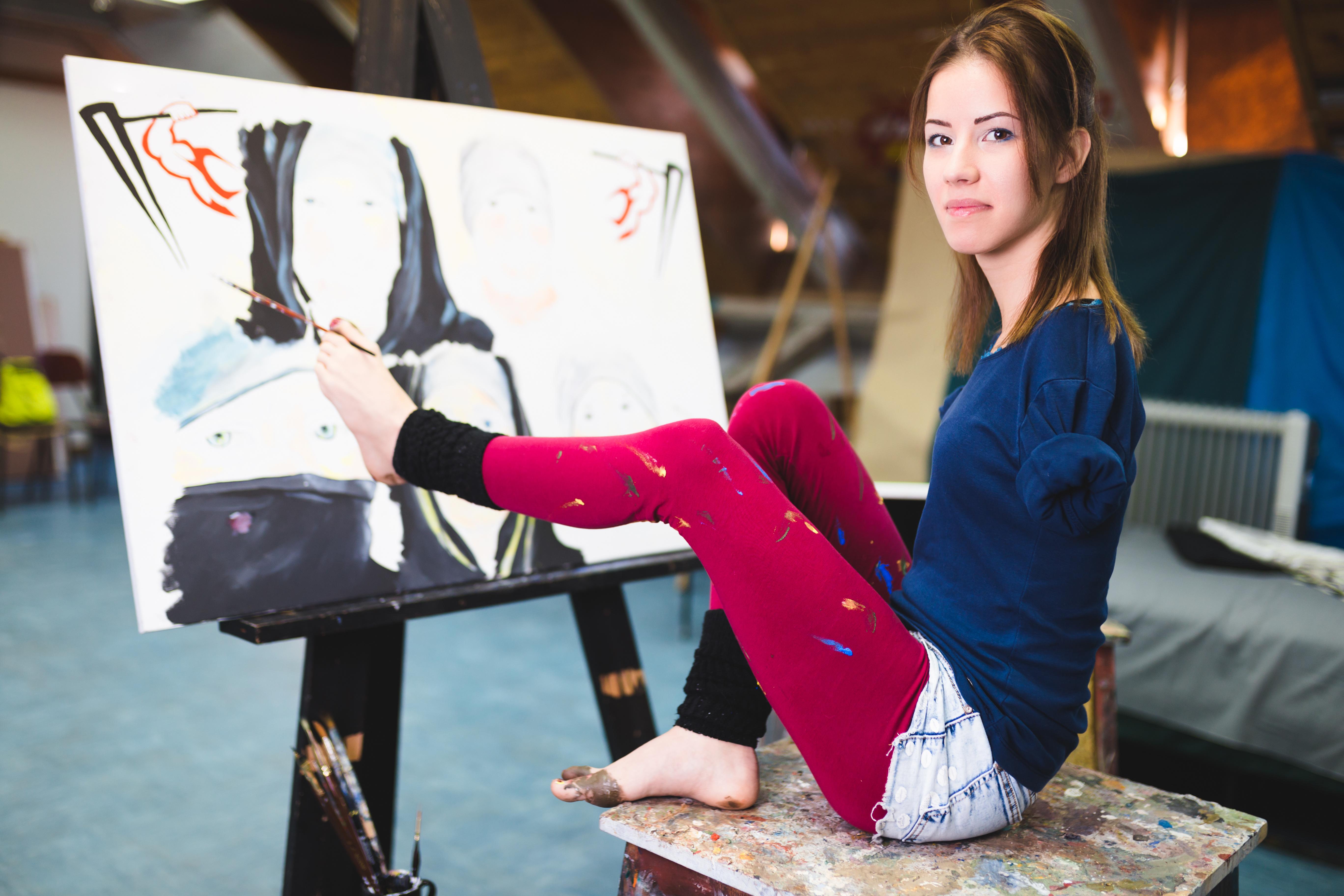 girl foot painter