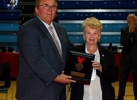 Fran McCrodden receives Judo Canada Hero Award