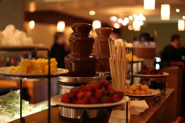 шоколадные фонтаны аренда,купить шоколадный фонтан,Фонтан из шоколада,шоколадный фонтан на праздник, шоколадный фонтан на день рождения,купить шоколадный фонтан в москве,шоколадный фонтан на свадьбу,маленький шоколадный фонтан,большой шоколадный фонтан