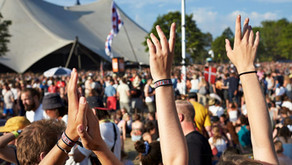 964 people got COVID-19 after an outdoor music festival, despite compulsory negative tests, vaccines