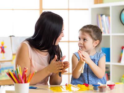 Ne zaman dil & konuşma terapistine gitmeliyiz?