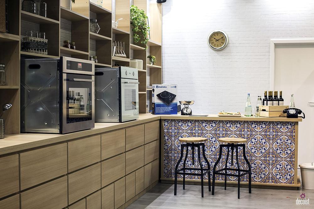 Cool Grey kitchen with Yellow splash