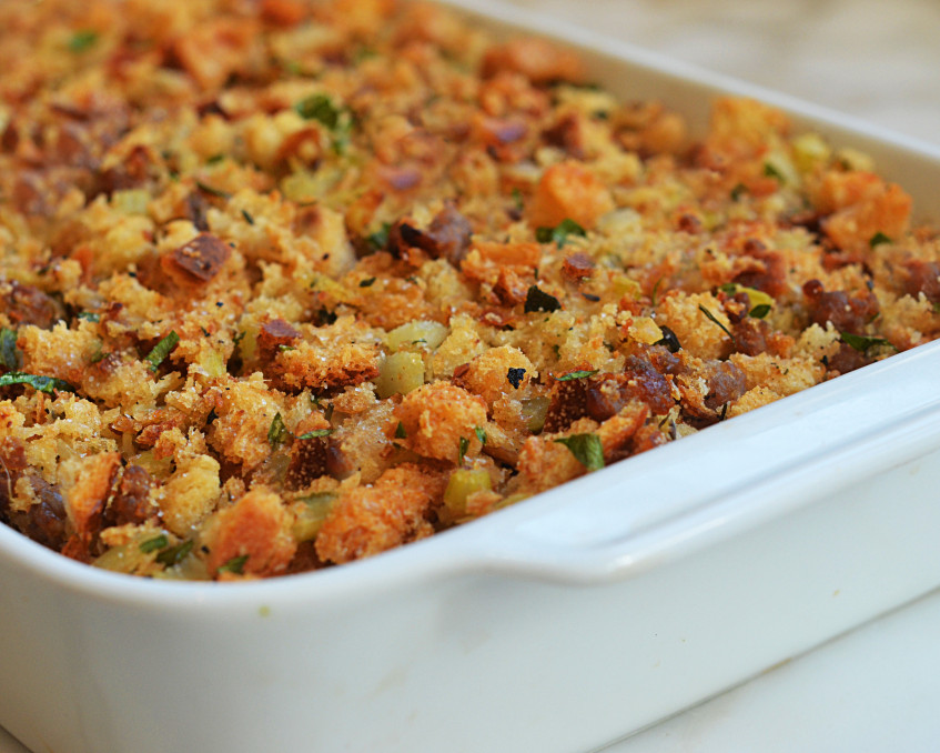 Easy-Sausage-and-Herb-Stuffing6-1024x678