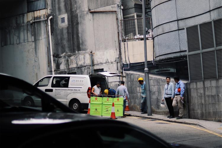 Mannen aan het werk op straat